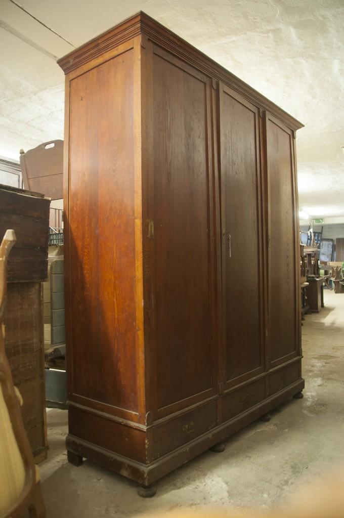 Art ARM 13a - Antico armadio toscano a 3 ante e 3 cassetti, legno di abete, Toscana, seconda metà 800', misura 214 x 65 x h250