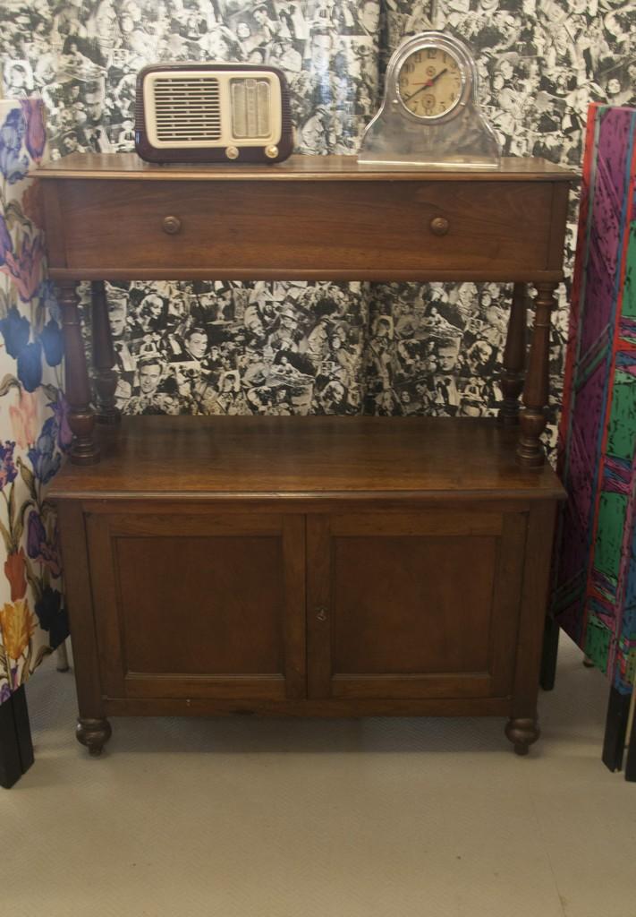 Art. CR9 - Credenza buffet/etagere in legno di noce massello, 2 sportelli e un grande cassetto, Toscana metà 800'