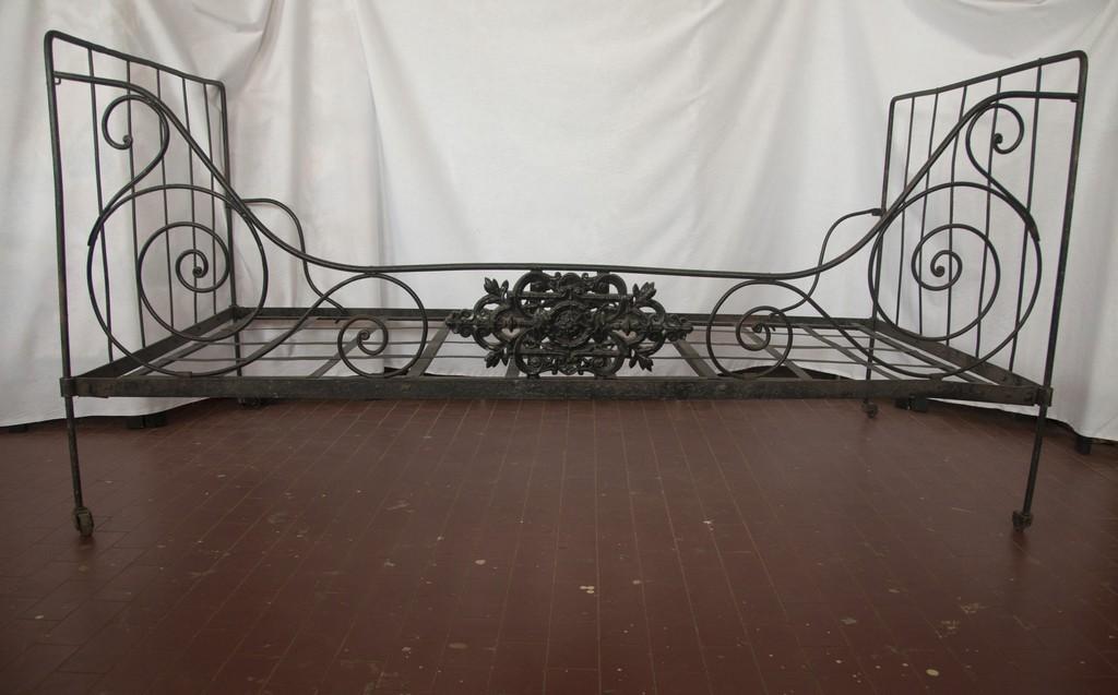 Art. FER7 - Letto singolo in ferro battuto, nord Italia. Prima metà 800' misura 99x189