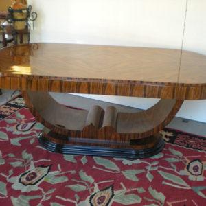 Art.MD.24 - Importante tavolo art deco' da studio o da salone con basamento a gondola. In piuma di Palissandro, misura 204x114x81cm altezza.
