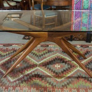 Art. MD27 - Tavolo da pranzo anni 50/60, struttura in legno e piano in cristallo, Nord Italia 50/60