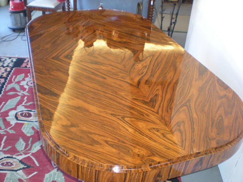 Art.TP.13 - Importante tavolo art deco' da studio o da salone con basamento a gondola. In piuma di Palissandro, misura 204x114x81cm altezza.