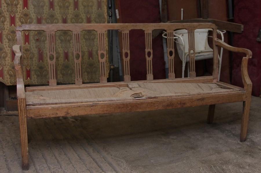 Art.DD.11 - Divano Luigi XVI in legno di ciliegio, Piemonte seconda metà 700 -Da restaurare