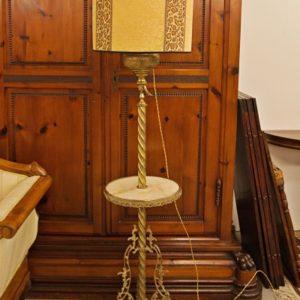 Art.LL.1 - Lampada/abatjour da terra, in ottone e bronzo dorato, Francia, periodo dell'Eclettismo, 1880 circa. Funzionante, ventola nuova.