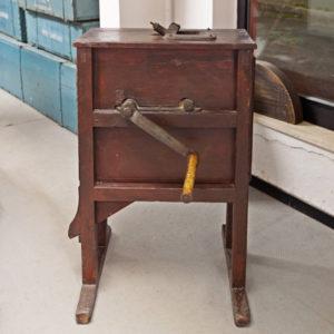 Art.MMA.2 - Spannocchitrice in abete con meccanismo in ghisa, manovella in ghisa con impugnatura in legno