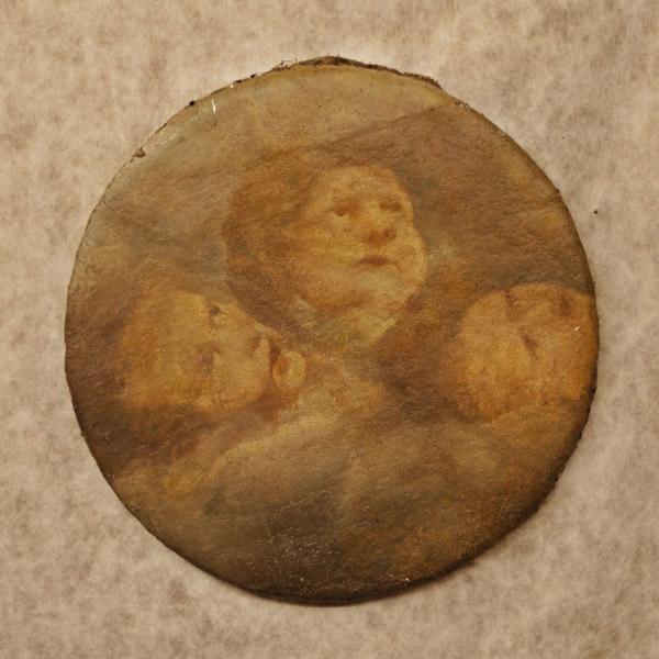 """Art.PIT.7 - """"Tre Putti"""" olio su tela, area napoletana di fine 600-inizi 700. Rintelato e restaurato. Misura del diametro: 43 cm"""