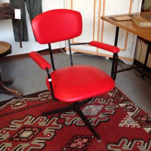 Art.POL.13 - Poltroncina vintage anni 60,design svedese,ferro verniciato nero e piedini in ottone. Rivestimento rifatto in eco pelle come da originale.