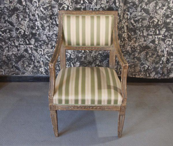 Art. POL18 - Poltrona Luigi XVI in legno di noce, laccata e dorata. Toscana fine 700'