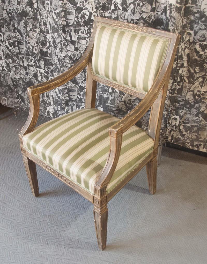 Art. POL18 - Poltrona Luigi XVI in legno di noce, laccata e dorata. Toscana  fine 700\'