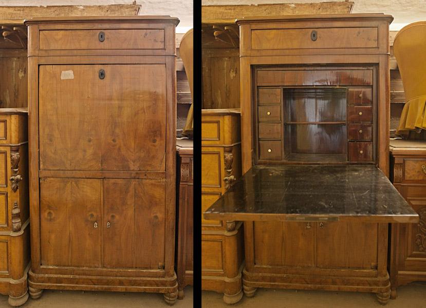 """Art.RS.3 - Secretaire a calatoia, periodo """"Transizione"""", Toscana 1815/20, in piuma di ciliegio, cassetto nella fascia alta e 2 sportelli con bocchette in avorio in basso."""