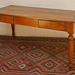 Art.SC.4 - Una di quattro scrivanie venete Luigi XVI, fine 700, in noce massello, gambe troncoconiche e 2 cassetti nella fascia