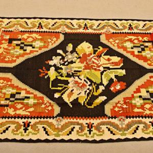 Art.TAP.2 - Kilim Karabag, Turchia 1950/60 circa, trama e ordito in lana, lavato e restaurato. Misura cm 202 x 137.