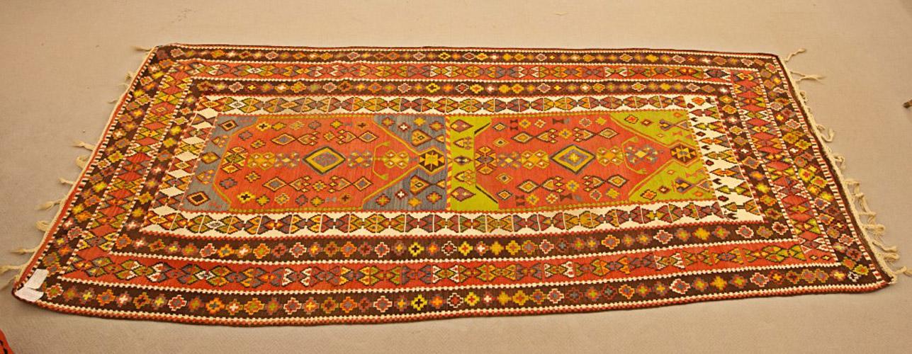 Art.TAP.3 - Kilim Van, Turchia inizi '900, trama e ordito in lana, lavato e restaurato. Misura cm 335 x 143.
