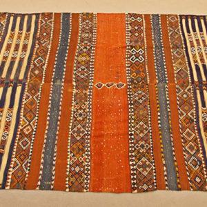 Art.TAP.4 - Kilim Kafcas, Turchia seconda metà dell'800. Raro e antico kilim matrimoniale. Composto da due parti unite centralmente, ogni metà era eseguita dalle famiglie degli sposi secondo un disegno prestabilito