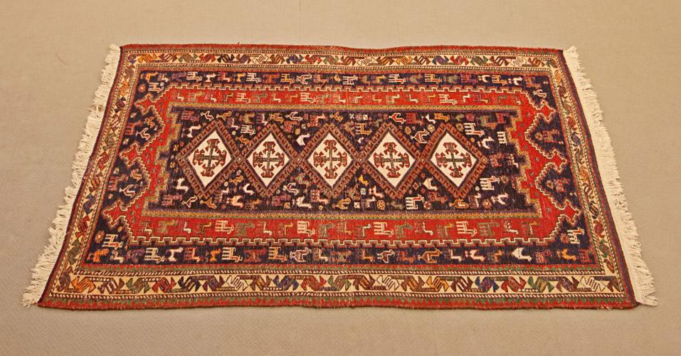 Art.TAP.6 - Kilim ricamato Sumak Sirjand, Iran 1940 circa, trama, ordito e ricami in lana,lavato e restaurato. Misura: cm 192 x 112.