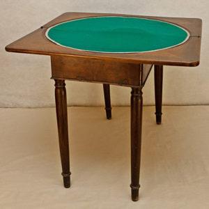 Art.TDG.1 - Tavolino Impero da gioco, utilizzabile anche come consolle, in legno di noce e piuma di noce, Toscana 1810/1820
