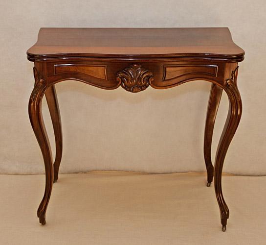 Art.TDG.2 - Tavolino/consolle da gioco, Luigi Filippo, in legno di palissandro, Francia 1840/50 circa. Fascia scolpita e sagomata, gambe posteriori scorrevoli per aprire il piano