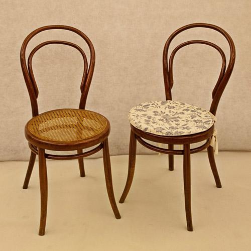 """Art.THS.1 - Sei sedie Thonet """"C14"""" versione laccata color finto noce. Vienna 1865/70."""