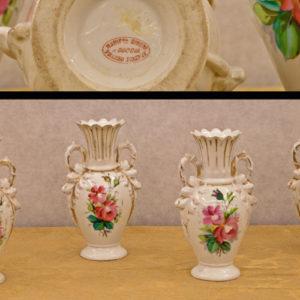 """Art.VEC.2 - Quattro vasetti portafiori in ceramica, marchiati """"Manifattura Ginori a Doccia presso Firenze"""", bordi polilobati, doratura molto decaduta. Seconda metà 800. H 21,5 cm."""