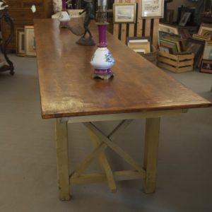 Art. TP19 - Grande tavolo contadino, smontabile per il trasporto, in legno di abete, Toscana 1920/30