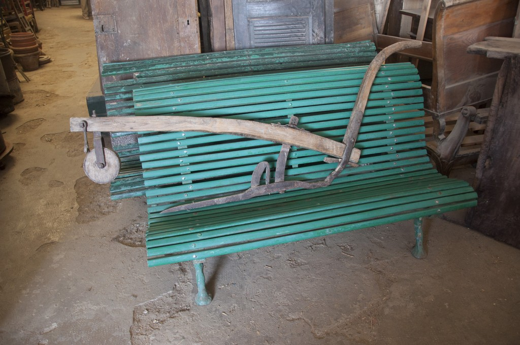 Art. MMA14 - Antichi aratri in legno e ferro