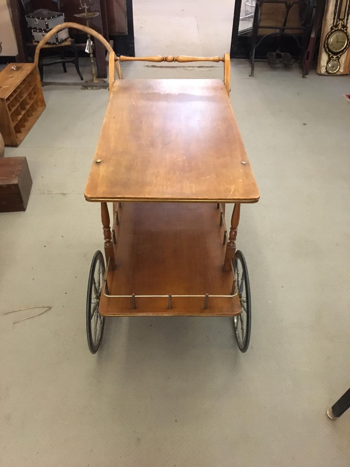Art. MIS 20 - Carrello portavivande anni 50 in legno di faggio, con ruote  in gomma e ottone